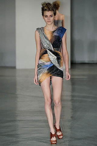 images/cast/00000149763652034=my job on fabrics x=peter pilotto Summer show 2010